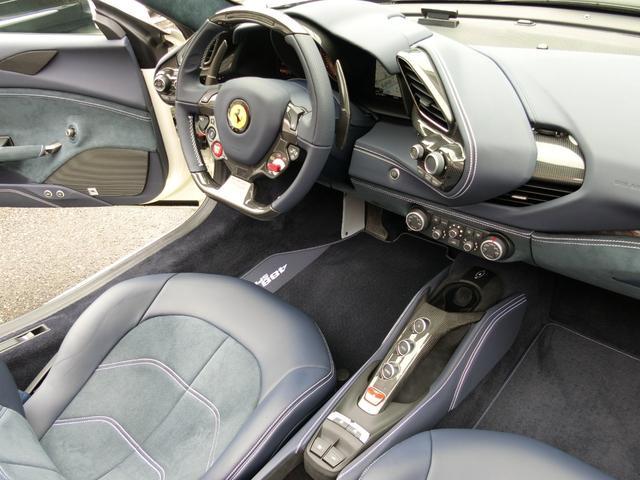 「フェラーリ」「フェラーリ 488スパイダー」「オープンカー」「福岡県」の中古車24