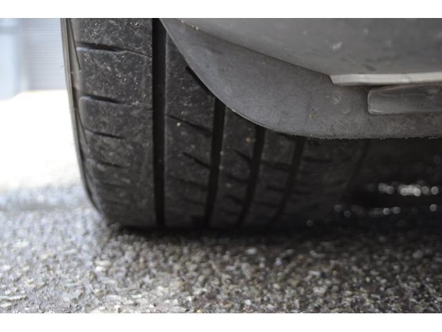 純正18インチホイールに、ブリジストン プレイザのタイヤサイズ245/40R18の組合せです。