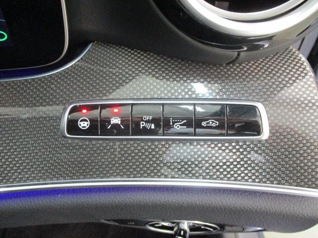 ライトスイッチの上部には、ステアリングアシスト機能や、レーンキーピングアシスト機能のON/OFFスイッチを配置。