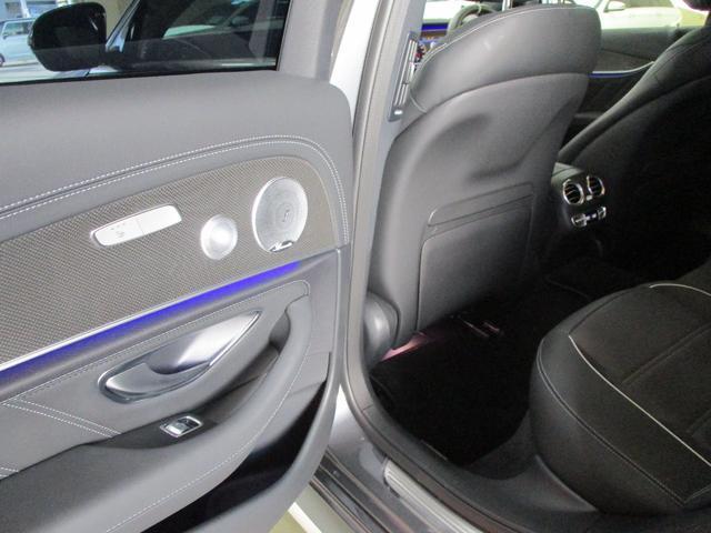 後部座席のドア内側です。後部座席でも良い音質で音楽を楽しんで頂けるよう高品質なスピーカーを装備。