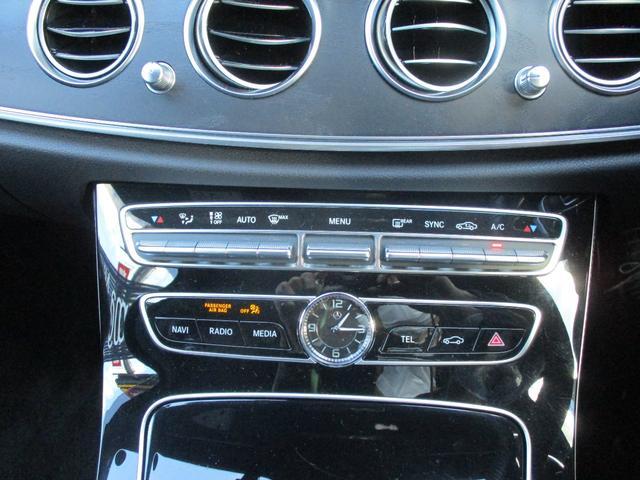◆クライメートコントロール(左右独立調整)◆運転席・助手席で独立して温度設定が可能。室温や外気温に応じて、設定した温度と風量を自動的に調整。後席中央にも送風口あり。