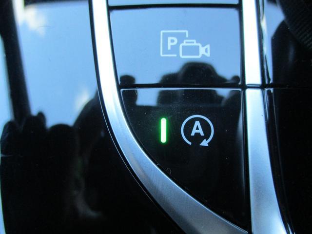 ◆ECOスタートストップ機能(アイドリングストップ機能)◆赤信号などで車両が停止するとエンジンが停止する機能。燃料消費とCO2排出量が低減されるので、意識することなく環境に優しい運転が愉しめます。