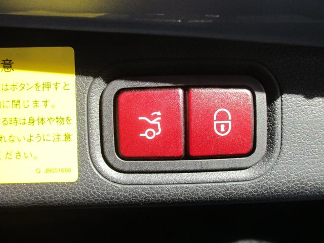 ◆自動開閉トランクリッド◆運転席やキーのスイッチで自動的に開閉できるほか、トランクリッド部のスイッチでも自動で閉めることが可能。さらに開口角度を設定できます!!