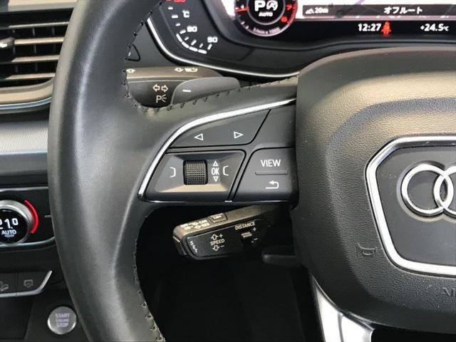 オーディオ操作や、オンボードコンピューターなどの多機能をコントロールできる、ステアリングホイールです。
