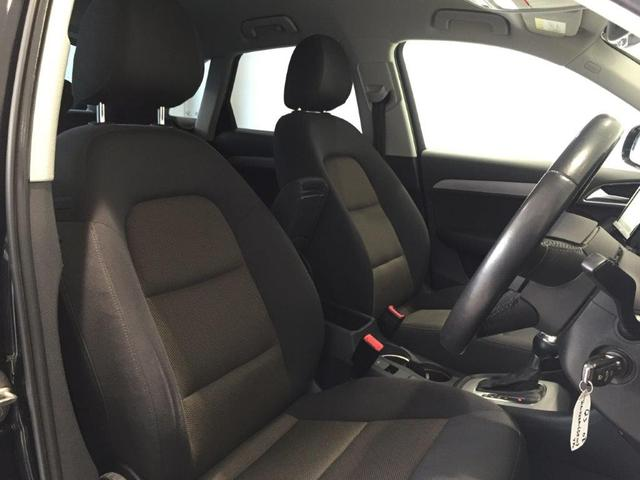 適度なホールド感のシートで、ドライブをサポートします。