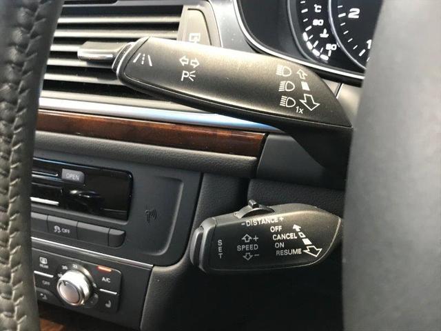 追従型クルーズコントロール。ステアリングコラムに装備されたレバーで操作が可能。アクセルペダルを踏まずに一定の走行速度・車間距離を維持。