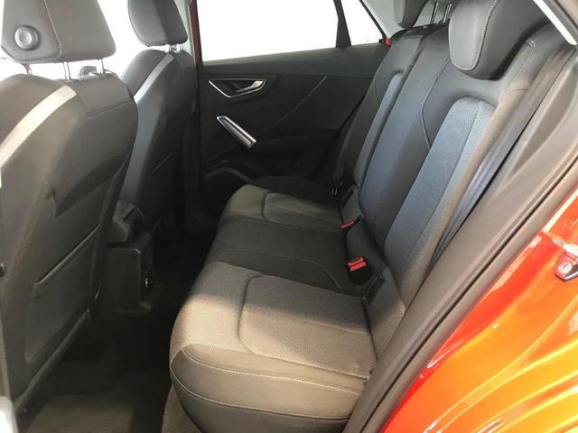 分割可倒式リヤシート。リリースロック機構により2分割で前方へ倒れるリヤシートは、トランクに入りきらない長い荷物も積載可能となります。
