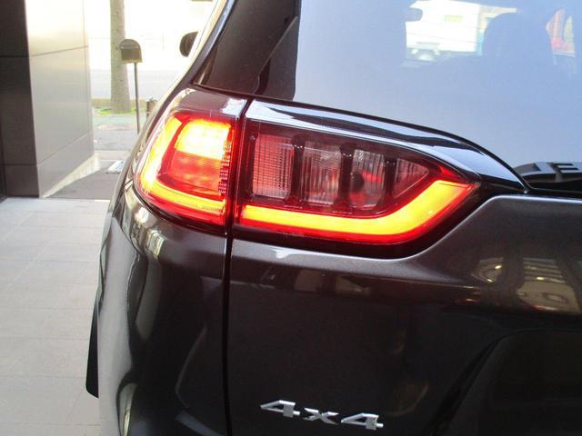 LEDヘッドライト(ロー・ハイビーム、オートレベリング機能付)&LEDフロントフォグランプ