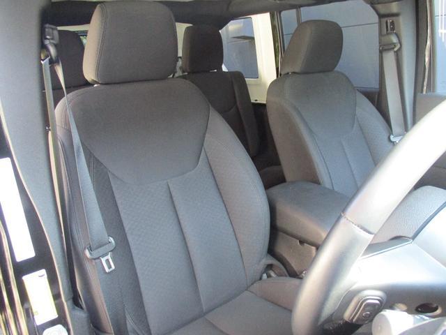 運転席は高さ調整も可能でベストポジションを提供