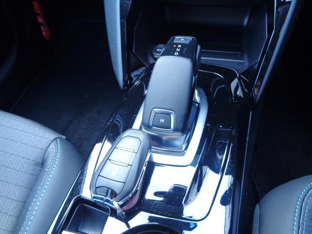 アリュール 新車保証継承 アクティブクルコンSTOP&GO 7inタッチスクリーン ETC アップルアンドロイド対応 ワイヤレススマホチャージ 前後ソナー 後カメラ スマートキー 16inAW(9枚目)