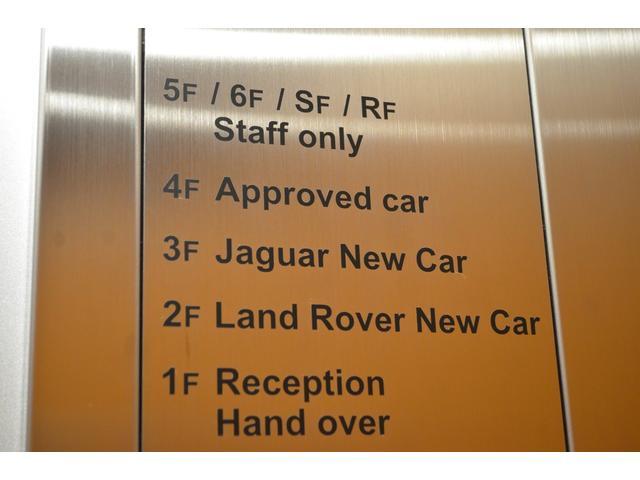 1階受付、2階ランドローバー新車ショールーム、3階ジャガー新車ショールーム、4階認定中古車ショールームです。エレベーターでご案内いたします。
