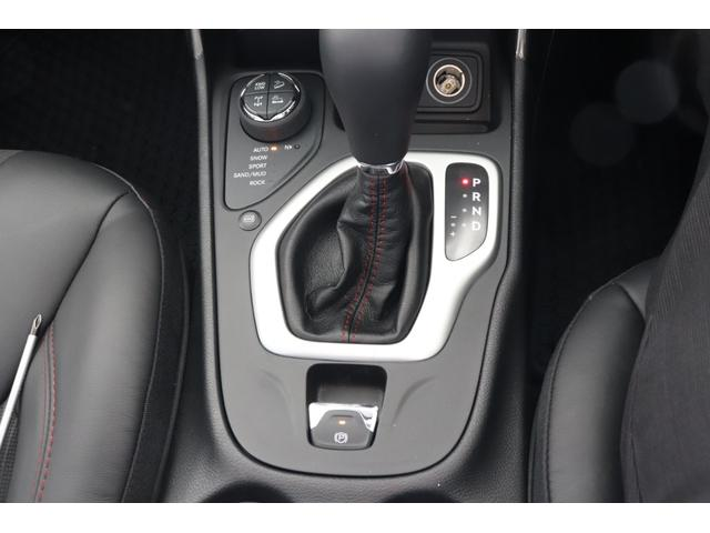 トレイルホーク 4WD 電動リアゲート ナビ バックカメラ(11枚目)