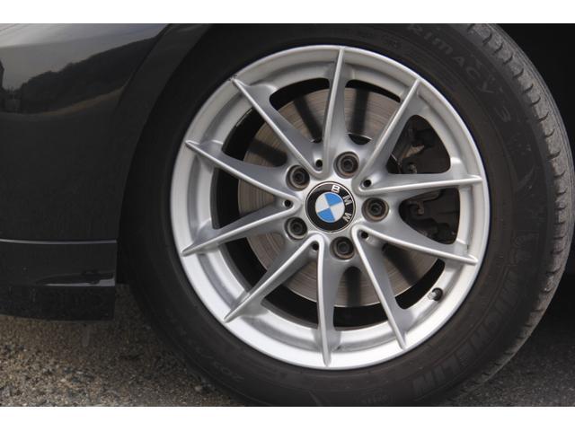 タイヤサイズは205/55R16です。トレッドは5山程度です。