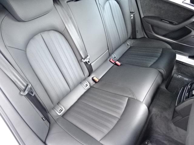 たっぷりとした座面長で長距離ドライブでも疲れにくい設計です!