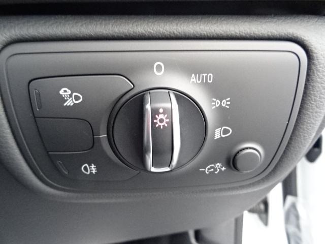 クオリティの高いシートを採用するのは、Audiのクルマづくりの哲学のひとつです。Slineロゴ入り専用設計のシートです。背中とお尻部分はファブリックのため滑りにくく、長距離運転の疲労を軽減します。