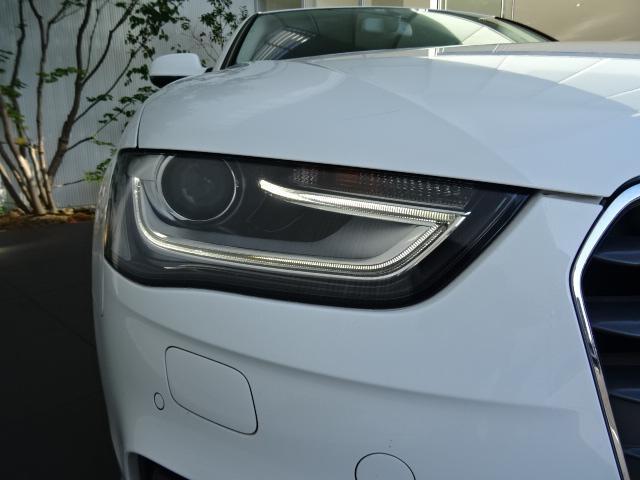 キセノンヘッドライト(LEDポジションライト付)    ハロゲンの数倍の明るさを誇る高寿命キセノンヘッドライトで、安全運転を支える良好な視界を!