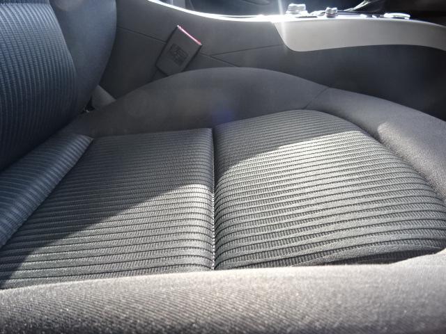 サイドラインはフロントからリヤまで伸びる一直線の水平ラインを基調とした上品なデザインです。リヤデザインは厚みがあり、後続車のドライバーに、安定感、重厚感を感じさせるAudiらしいデザインです。