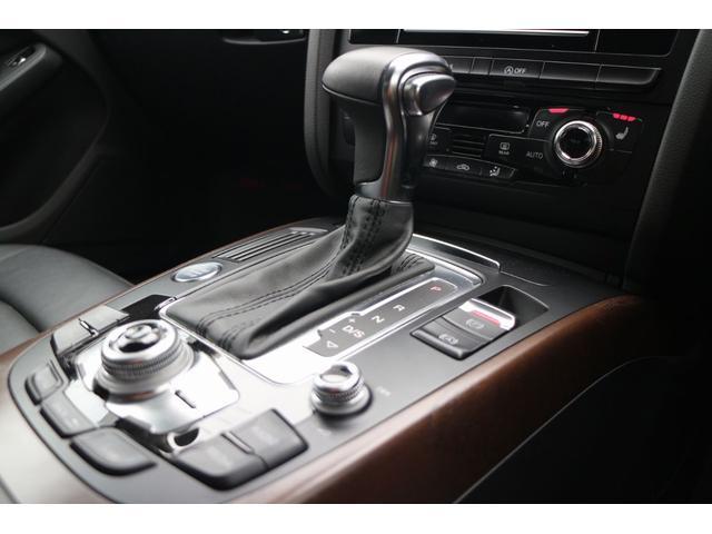 Audi社ならではの、先進性でスタイリッシュなシフトレバー。シフト操作もストレスなくスムーズです。