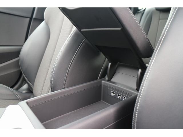 シンプルな中にも収納があり使いやすさを追求したお車です。