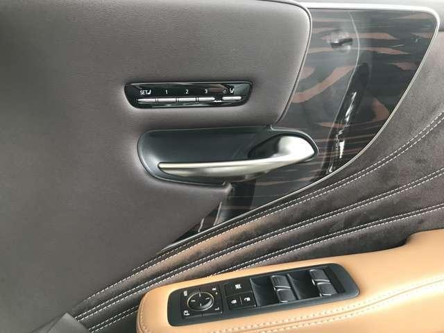 運転席・助手席シートには、シートポジションメモリー機能やシートヒーター&ベンチレーション機能が付いております。