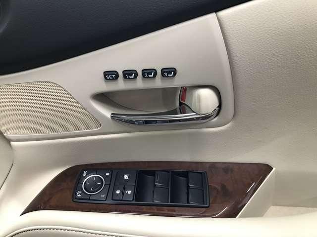 運転席シートには、シートポジションメモリーが付いてます。