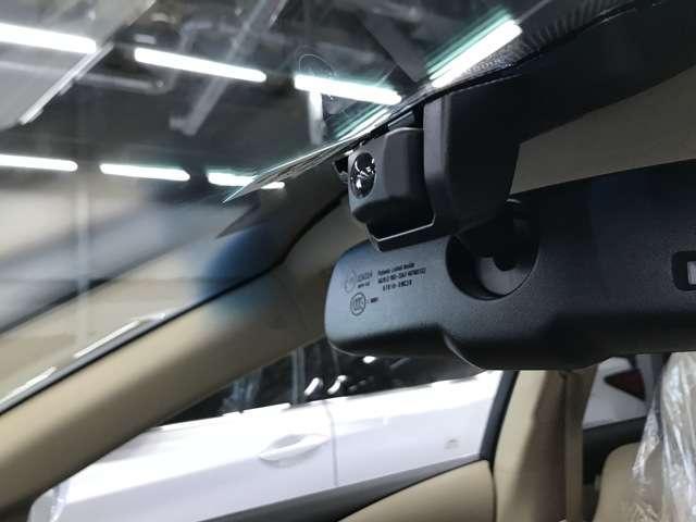 レクサス純正ドライブレコーダーが付いてます。