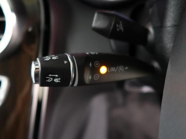 ●ディスタンスパイロットディストロニック『都市、郊外、高速道路などの走行時に、ステレオマルチパーパスカメラとレーダーセンサーにより、前走車を認識して速度に応じた車間距離を維持する次世代のクルコン!』