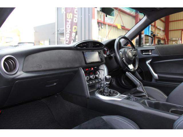 GTリミテッド 後期モデル 1オーナー モデリスタエアロFSR ハーフレザーシート シートヒーター ストラーダナビ Bluetooth対応 フェンダーイルミ クルーズコントロール スマートキー プッシュスタート(14枚目)
