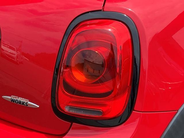 ジョンクーパーワークス 6速マニュアル車 1オーナー 純正HDDナビ ヘッドアップディスプレイ クルーズコントロール スポーツモード サイドデカール(39枚目)