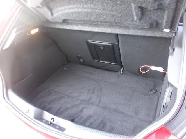 かなりの容量を有するラゲッジルーム。欧州車ハッチバックの中でも指折りの広さを持ちます。