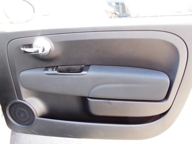 運転席ドア。3ドア車の欠点となるドアの重さを感じることなく、剛性を確保する絶妙な重量に設定されています。