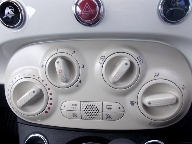 扱いやすいマニュアルエアコン。スイッチ類も綺麗な状態が保たれております。