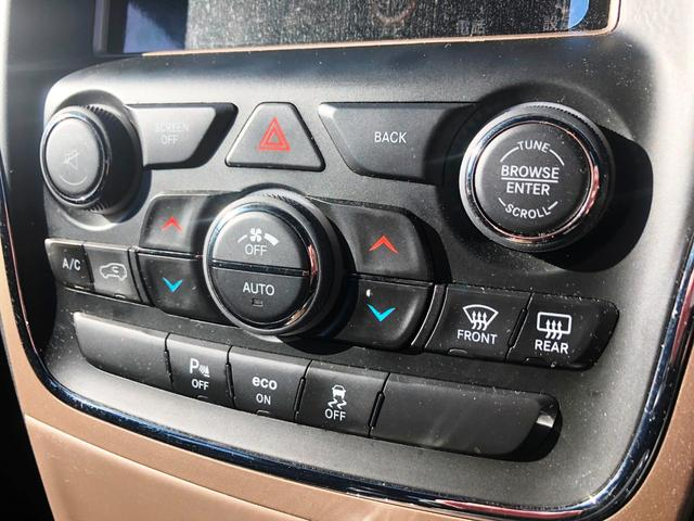エアコン操作はタッチパネルだけではなく、こちらのスイッチから操作も可能です!