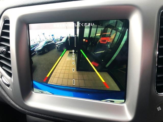 バックカメラはシュミレーション機能付きのガイドラインも表示されます。