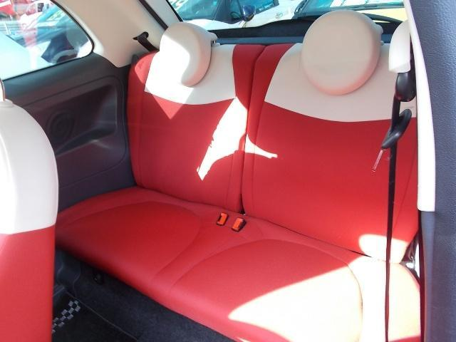 意外に広く、大人でも楽に座れるリアシート。ISO FIXチャイルドシートアンカーもついております。