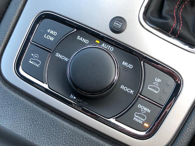 トレイルホーク 弊社試乗車 特別仕様車 衝突軽減ブレーキ ハーフレザー エアサス フルセグナビ アップルカープレイ アダプティブクルーズ レーンセンス バックカメラ ETC2.0 ブラインドスポットモニター(16枚目)