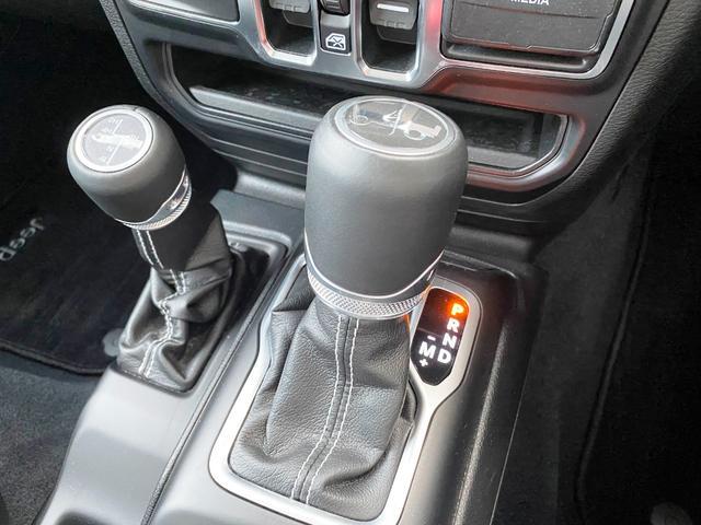 サハラ 1オーナー 禁煙車 衝突軽減ブレーキ レザー フルセグナビ LEDライト アダプティブクルーズ バックカメラ ETC2.0 前後ドライブレコーダー ブラインドスポットモニター 純正18インチAW(16枚目)