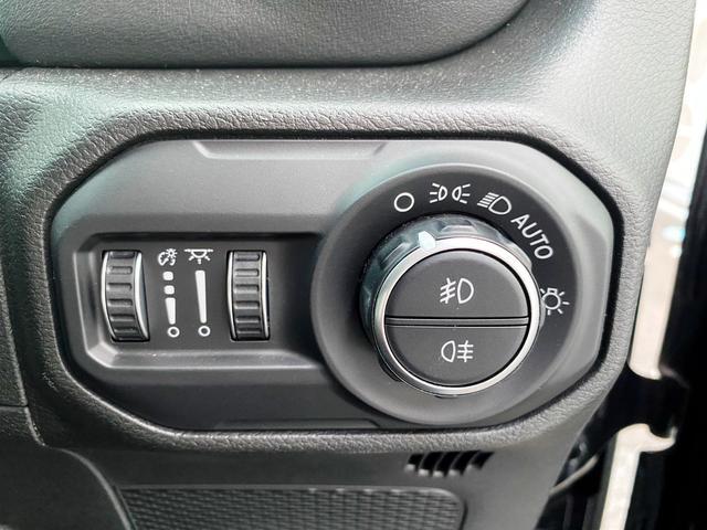 サハラ 1オーナー 禁煙車 衝突軽減ブレーキ レザー フルセグナビ LEDライト アダプティブクルーズ バックカメラ ETC2.0 前後ドライブレコーダー ブラインドスポットモニター 純正18インチAW(27枚目)