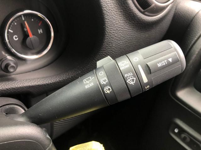 スポーツ 禁煙車 フルセグナビ クルーズコントロール パートタイム4WD バックカメラ ETC サイドカメラ フリーダムトップ クロームフューエルカバー 純正17インチアルミホイール キーレスエントリー(24枚目)