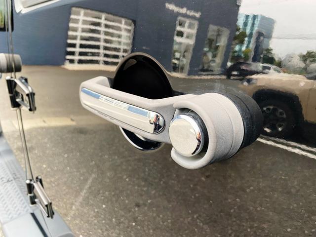 スポーツ 禁煙車 フルセグナビ クルーズコントロール パートタイム4WD バックカメラ ETC サイドカメラ フリーダムトップ クロームフューエルカバー 純正17インチアルミホイール キーレスエントリー(53枚目)