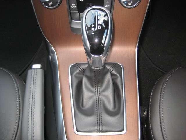 D4 インスクリプションディーゼルターボ 認定中古車(11枚目)