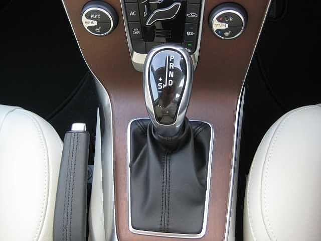 D4 インスクリプション ディーゼルターボ 認定中古車(11枚目)