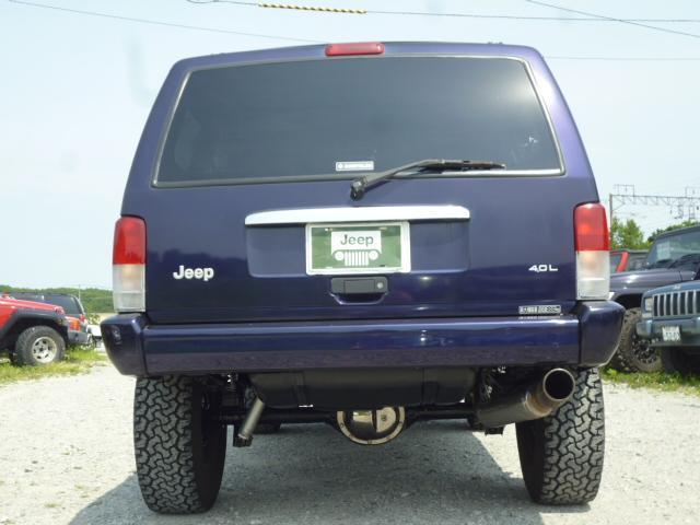 弊社はJEEP車の専門店です。年間販売実績60台のノウハウが有ります。ご購入後のメンテナンスもお任せ下さい♪