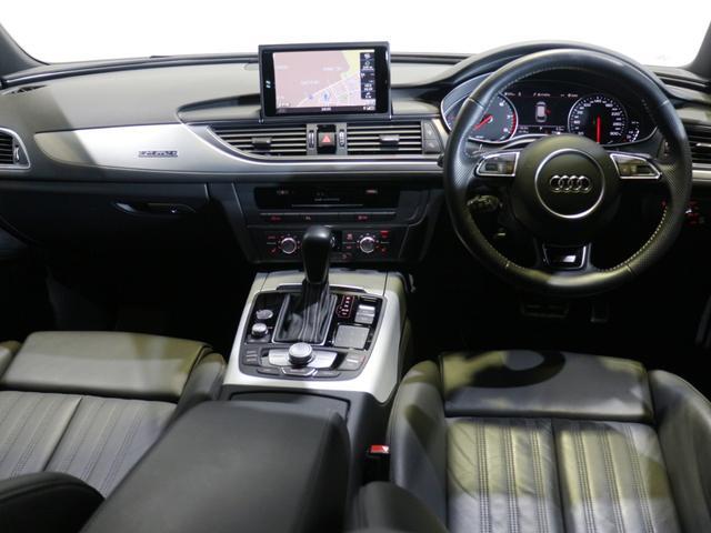快適に、そして正確に操るために設計されたコックピット。新世代のMMIタッチを配したセンターコンソールはドライバー側へ傾き、スイッチ類も直感的に操れる場所に配置