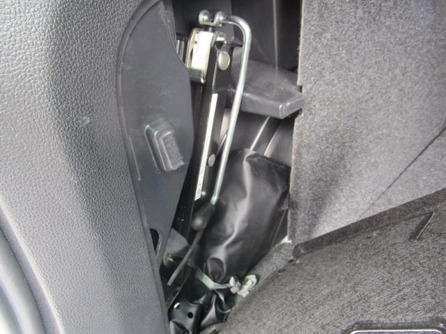 ジャッキなど車載工具も揃っております。