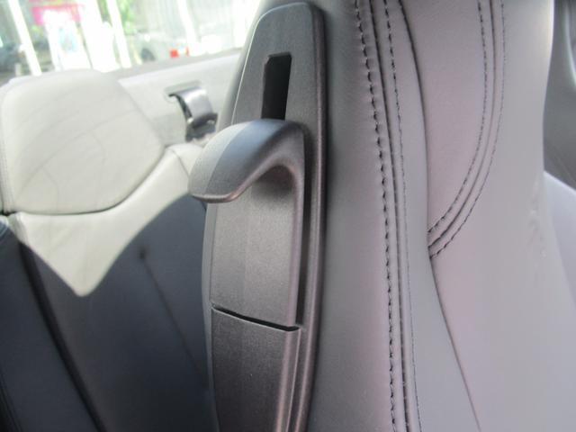 後席へはワンタッチでアクセス可能です。