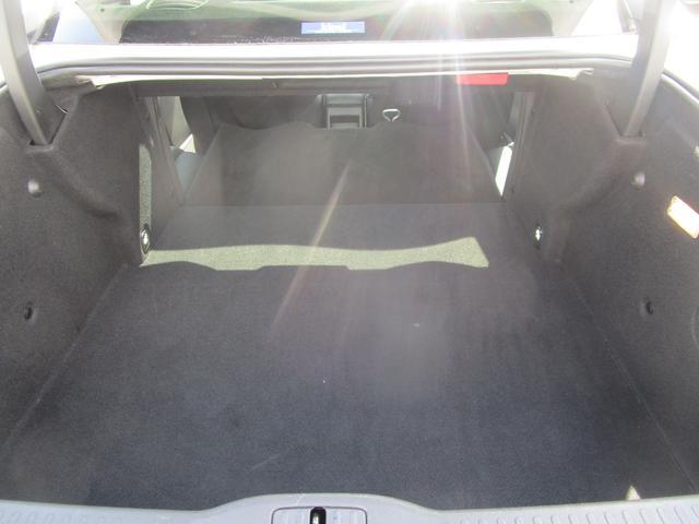 席を倒すとこれだけのスペースが確保できます。