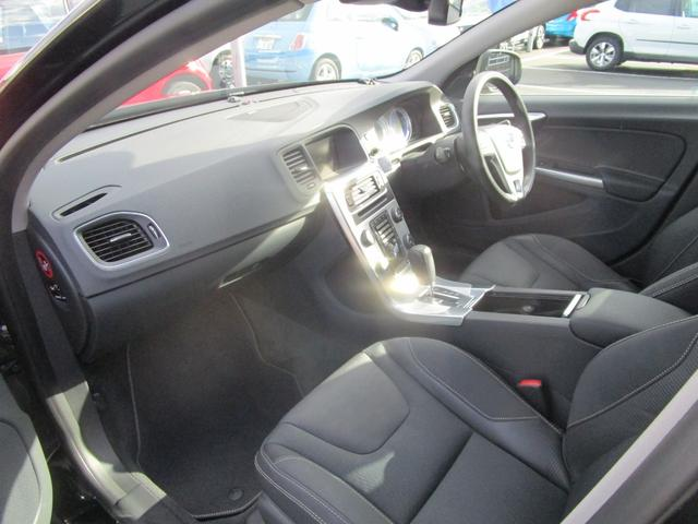 T6 AWD Rデザイン 電動半革シート フルセグナビ SR(14枚目)