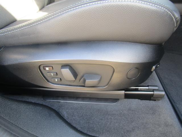 メモリー機能付きパワーシートで運転するからそれぞれでのシート位置設定が行えます。