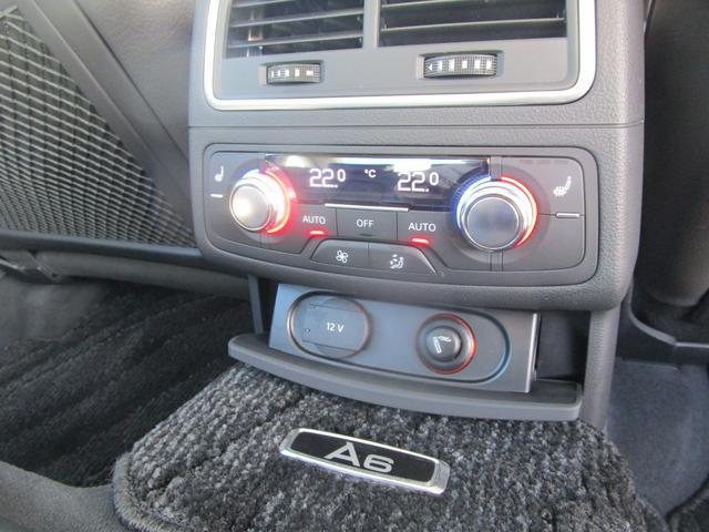 リヤシートにもシートヒーター/エアコン調整機能付